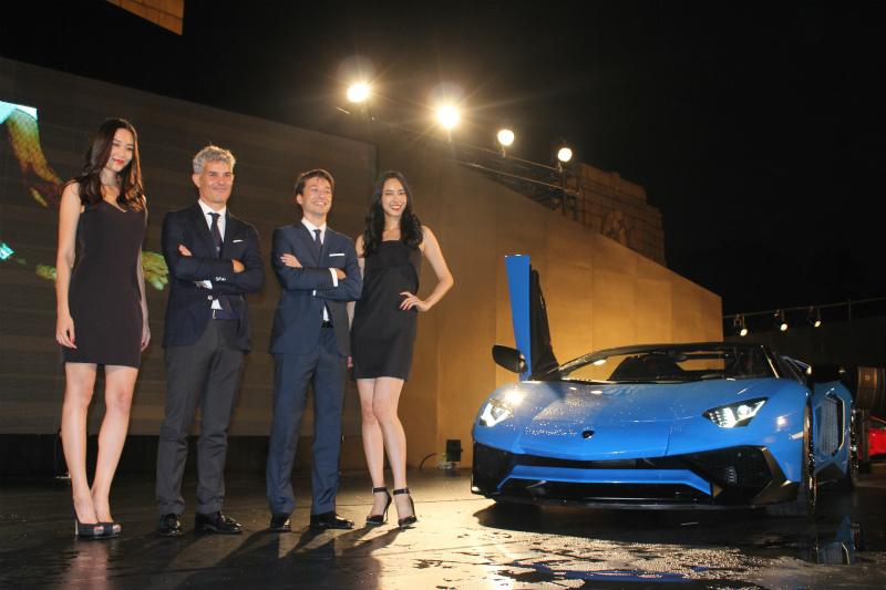 La nuova Lamborghini dà spettacolo a Tokyo