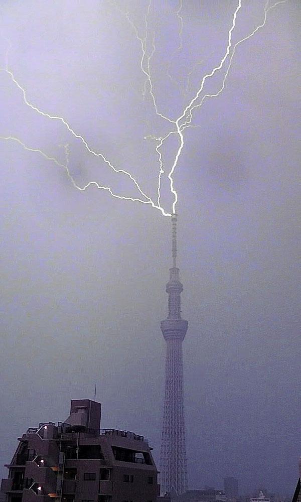 La Tokyo Sky Tree e l'osservazione dei fulmini