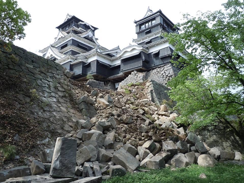 Ingenti danni al castello simbolo di Kumamoto