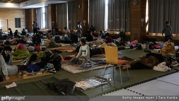"""90.000 sfollati a Kumamoto, mancano acqua, cibi, carta igenica, pannolini, coperte e soprattutto """"informazioni"""""""