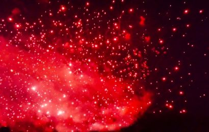 Il vulcano Shinmoedake si risveglia